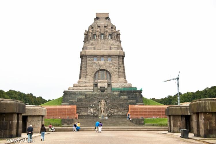 памятник Битвы Народов
